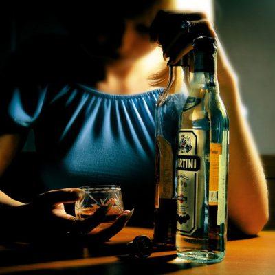 Девушка с мартини